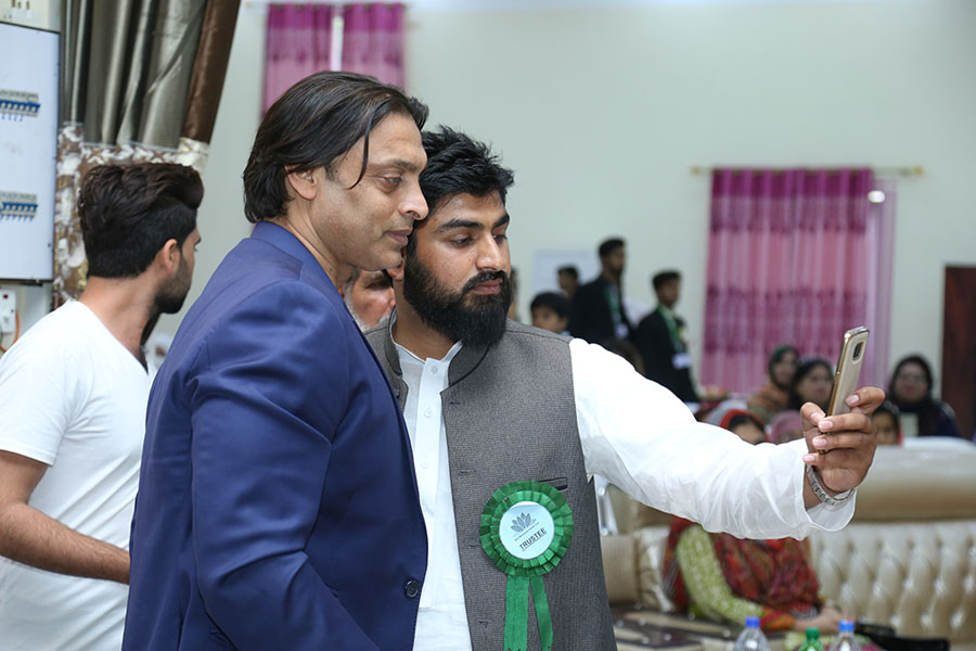 Adur Rehman Advocate Taking Selfie with Shoaib Akhtar after Successful Bid of Wickets