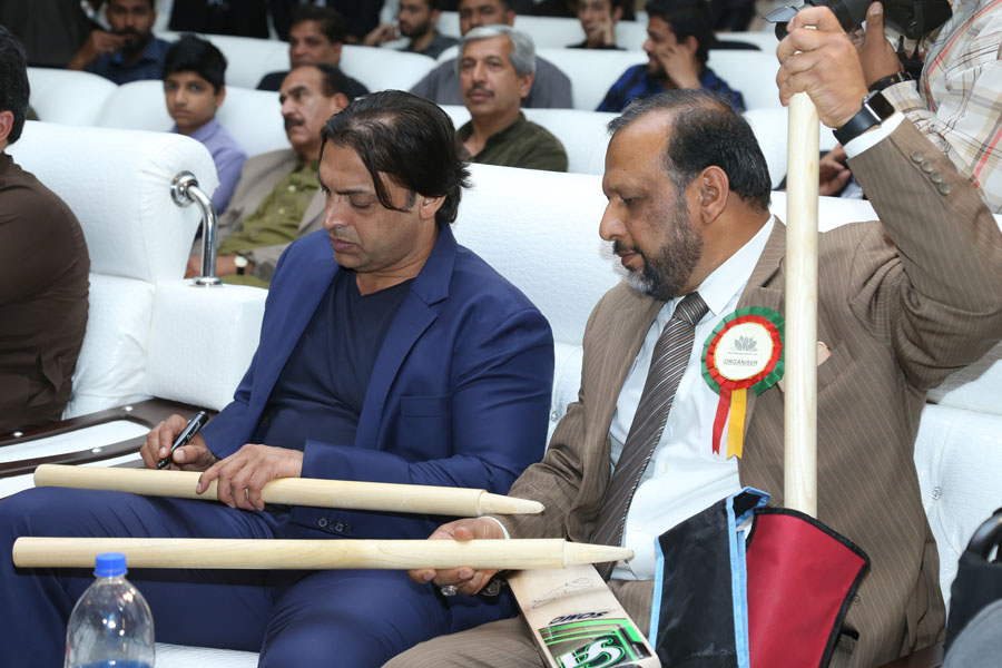 Shoaib Akhter Signing the Bat, Ball and Wickets for Auction